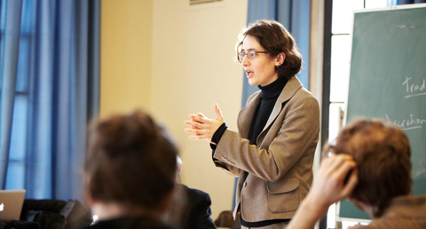 Prof. Mariana Mota Prado teaching