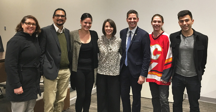 Mayor of Winnipeg Brian Bowman with U of T Law Indigenous students past and present