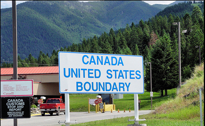 Image of Canadian border sign